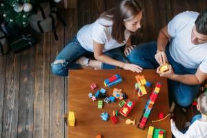 Begleiteter Umgang zwischen Vater und Kind mit Betreuerin