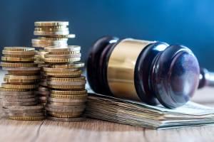 Richterhammer und Geld