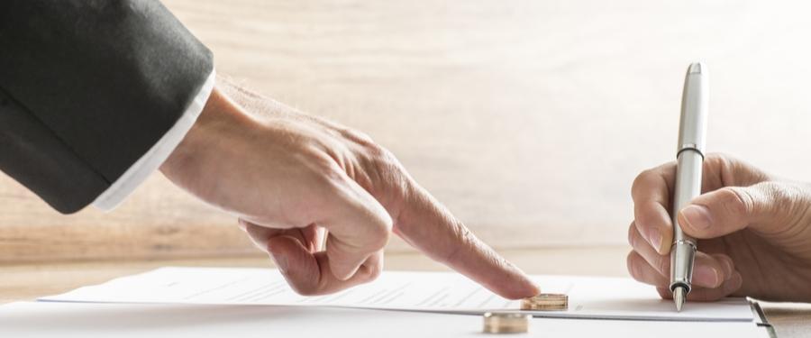 Ehemann unterschreibt Scheidungsfolgenvereinbarung
